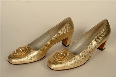 Schoenen in goudkleurig leer