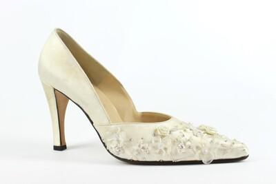 raso bianco con ricamo in fiori di seta e perline