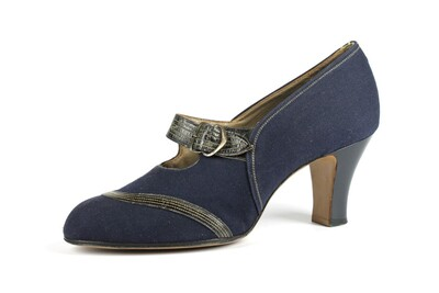 Image from object titled tessuto jeans blu, vernice blue  cuciture beige