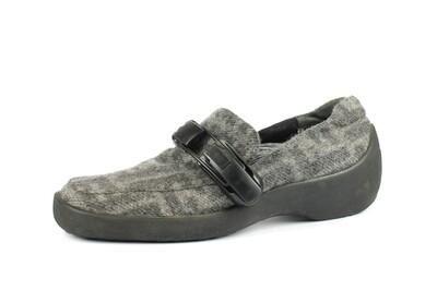 cashmere logato -Zucca- grigio e accessorio in plastica nera