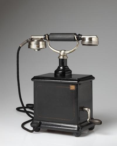 Image from object titled stolni induktorski telefon