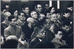 Foto van Ed van der Elsken, voorstellende publiek