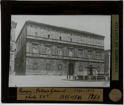 Roma. Palazzo Torlonia :Exterieur: Voorgevel