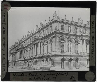 Versailles. Château de Versailles :Exterier: Gevel van de tuinzijde, detail