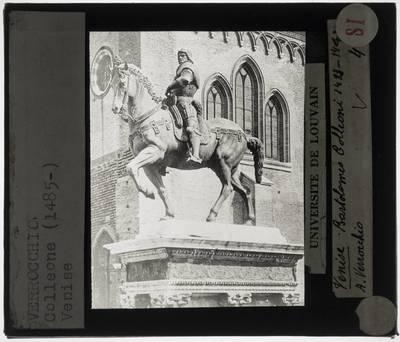 Andrea del Verrocchio. Alessandro Leopardi. Ruiterstandbeeld van Bartolomeo Colleoni :Aanzicht van rechts, vooraan