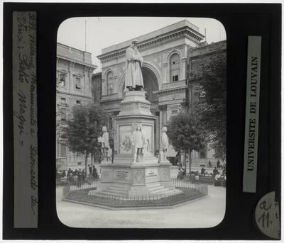 Pietro Magni. Monument van Leonardo Da Vinci