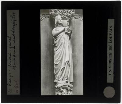 Paris. Cathédrale Notre-Dame :Exterieur: Zuilbeeld van Maria in het Portail du Cloître in de noordelijke gevel