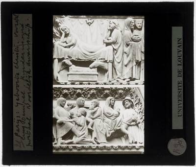 Paris. Cathédrale Notre-Dame :Exterieur: De geboorte van Christus, voorstelling in de tempel en de kindermoord in latei van Portail du Cloître in de noordelijke gevel
