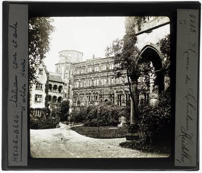 Heidelberg. Schloss Heidelberg :Binnentuin en Ottheinrichsbau