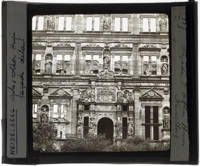 Heidelberg. Schloss Heidelberg :Exterieur: Portaal van de Ottheinrichsbau