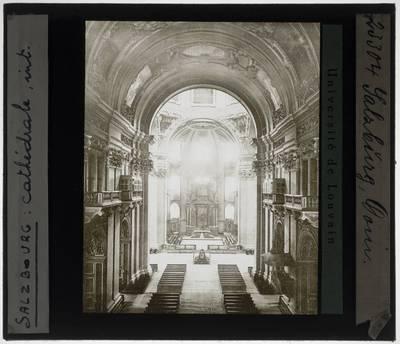 Salzburg. Dom :Interieur: Bovenaanzicht op het koor