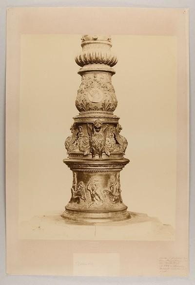 Venezia - Uno dei tre Pili di Bronzo della Piazza di S. Marco