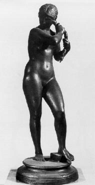 Haarflechterin. Bronzenachguß 1970er Jahre