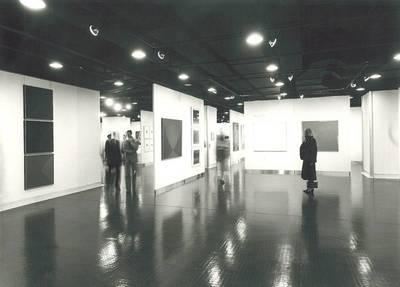 """Fotografien zur Ausstellung """"Joseph Binder. Plakate, Graphik-Design, Gemälde. 1925-1972"""" in der """"Neuen Galerie der Stadt Linz"""" vom 2.9. - 9.10.1982"""