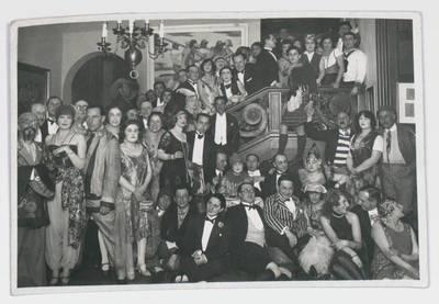 Fotografie von Ernst Deutsch-Dryden auf einem Kostümfest