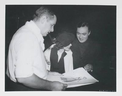 Fotografie von Richard Boleslawski, Tilly Losch und Charles Boyer mit einer Skizze Deutsch-Drydens