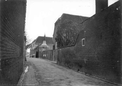 Zierikzee. Manhuisstraat vanaf de Poststraat.