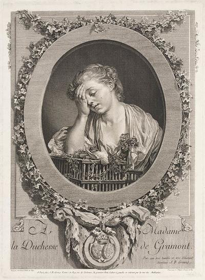 Jonge vrouw die een dood vogeltje beweent
