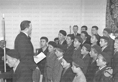 Tirana Un coro di ragazzi canta durante la celebrazione del Mevlude musulmano