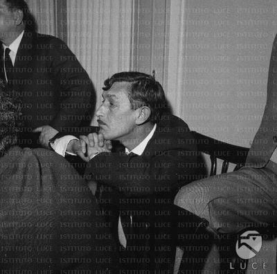 Image from object titled Lo scrittore Viktor Platonovic Nekrasov ascolta assorto gli interventi dei relatori durante il convegno di scrittori italiani e sovietici