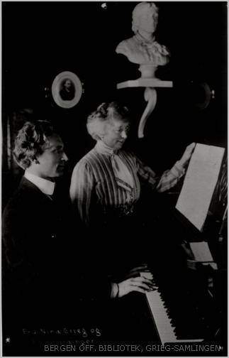 Image from object titled [Nina Grieg og Percy Grainger ved klaveret]
