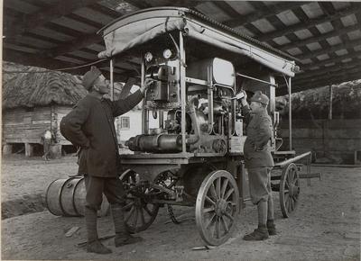 Image from object titled Fahrbarer Elektrozug, Benzinmotor mit Dynamo 220 Volt, 42 Ampere zur Beleuchtung der Front
