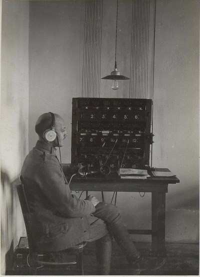 Image from object titled Telephonapparat mit Telephonist des k.u.k.26.Korps 28.11.17.