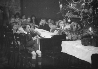 Image from object titled Weihnachtsfeier für bedürftige Kinder; Christmas party for poor children