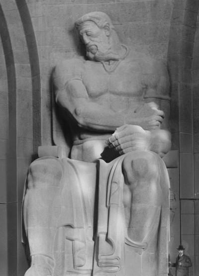 Völkerschlachtdenkmal — Figur; Opferbereitschaft