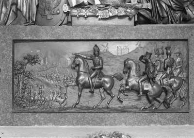 Epitaph des Fürsten Barklay de Tolly — Sockelrelief