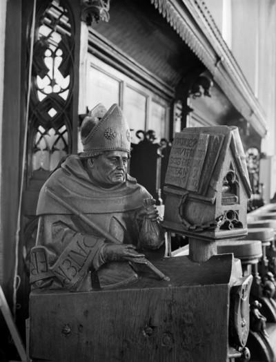 Dominikanerchorgestühl — Halbfigur eines Bischofs