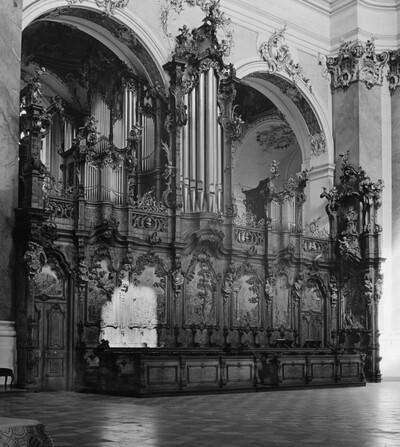 Westliches Chorgestühl und Orgel