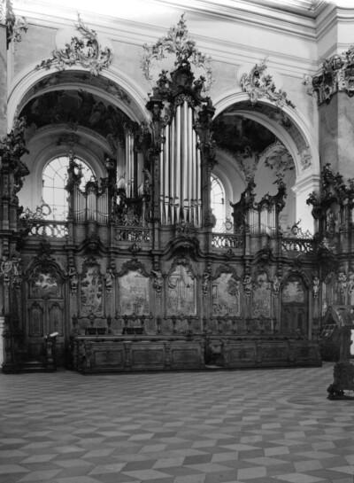 Östliches Chorgestühl und Orgel