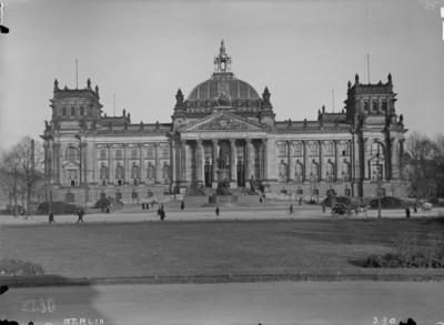 Reichstagsgebäude — Hauptfassade, Berlin - Tiergarten, Platz der Republik & Königsplatz (ehemals)