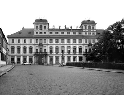 Palais Toskana & Palais Thun-Hohenstein & Haus Nr. 182, Prag - Hradschin, Hradschiner Platz