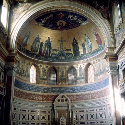 Apsismosaik mit Christus, dem Kreuz und Heiligen