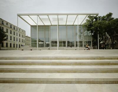 Carré d'Art, Nîmes, Place de la Maison-Carrée & Boulevard Victor Hugo