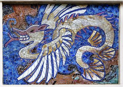 Riquet-Haus — Mosaik; Beflügelter Drache mit Schwanzflosse