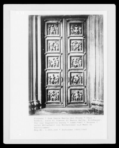 Tür zur Sagrestia vecchia mit Madonna, Evangelisten und Heiligen