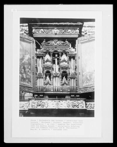 Orgel mit bemalten Türen