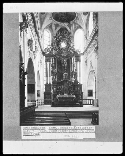 Hochaltar mit der Marienkrönung im Altarblatt