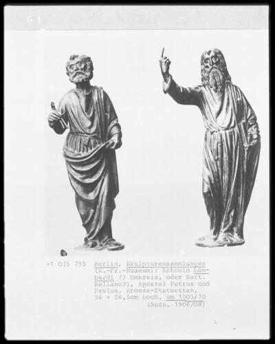 Zwei Apostelstatuen