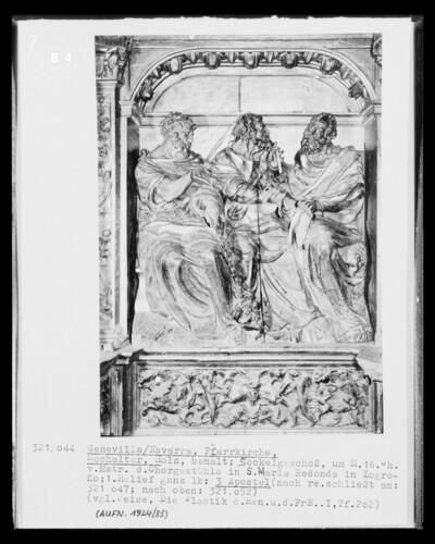 Hochaltar, Detail Sockelgeschoss, 1. Bildfeld von links: Apostelfiguren