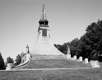 Denkmal für die Dreikaiserschlacht bei Austerlitz (Äußeres - von Südwesten)