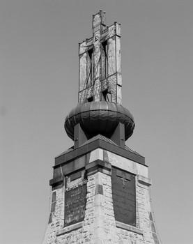 Denkmal für die Dreikaiserschlacht bei Austerlitz — Aufsatz (Äußeres - von Westen); Kruzifixus