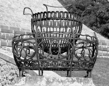 Denkmal für die Dreikaiserschlacht bei Austerlitz — Feuerstelle; Feuerkorb