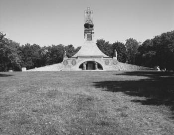 Denkmal für die Dreikaiserschlacht bei Austerlitz (Äußeres - von Nordwesten)