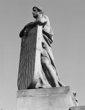 Denkmal für die Dreikaiserschlacht bei Austerlitz — Statue (Äußeres - von Westen); Personifikation Frankreichs