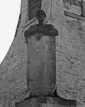 Denkmal für die Dreikaiserschlacht bei Austerlitz (Äußeres - Detail)