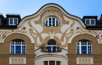 Image from object titled Wohnhaus (Äußeres - Zwerchgiebel, von Osten)